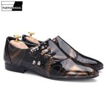 Популярные мужские туфли на шнуровке с острым носком в деловом стиле из блестящей лакированной кожи, свадебные модельные туфли для мужчин, блестящие туфли с цветочным принтом, цвет черный, фиолетовый YueYueAngel 32805984875