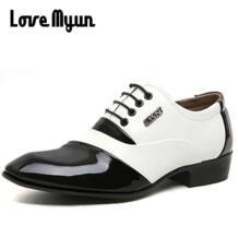 Модные модельные туфли с острым носком для зрелых мужчин; Мужская обувь из лакированной кожи; деловые белые свадебные туфли на плоской подошве со шнуровкой; размеры 38-44; AB-05 Love Myun 32719055561