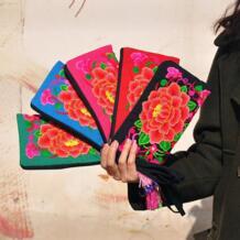 Красивая вышивка маленькая сумочка! Высококачественные Для женщин рук кошелек повелительница вышивка вышитые сумки Национальной партии держатель Twinssl&Doublesl 32504027019