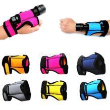 Прочный 3 мм неопреновый ручной держатель света перчатка Подводное плавание с аквалангом уличный фонарик кобура рука крепление ремень MagiDeal 32830647274