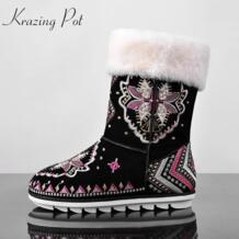 Модные популярные зимние ручная вышивка цветы женские зимние ботинки до середины икры из овечьей шерсти высокого качества на плоской подошве уличный стиль красивые сапоги L26 krazing pot 32708389697