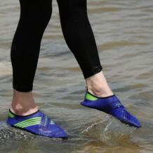 Кроссовки водонепроницаемая обувь Для мужчин слипоны Гибкая бассейн пляжные Плавание серфинга обувь для йоги Для женщин pgm 32805034037