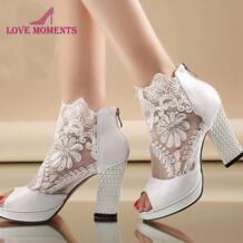 Новые модные летние свадебные высокие туфли с открытым носком Привлекательные белые вечерние туфли с кружевом Свадебные женские туфли на высоком каблуке LOVE MOMENTS 32226130568