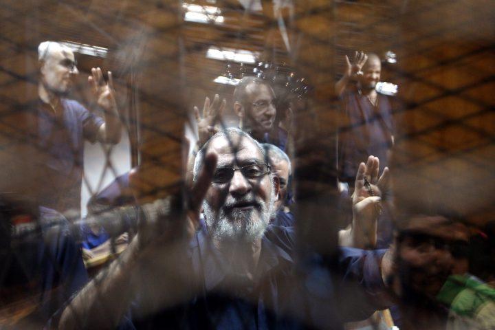تنظيمٌ قوي وإيديولوجيا ضعيفة: مسارات الإخوان في السجون المصرية بعد 30 يونيو