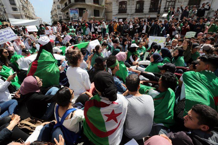 Arab Reform Initiative - انتفاضات الجزائر في السياق: حوار مع الاقتصادي الموهوب موحود
