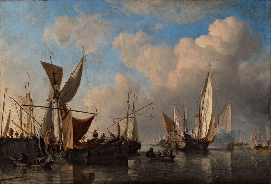 Havenhoofd met schepen en een vertrekkend jacht