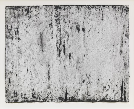 "Richard Serra: Ramble 3-54, 2015 . Etching Ink, paintstick, silica and lithocrayon 	on paper 	19¾ x 25¼"" (50.2 x 64.1 cm) 	C/o Pictoright Amsterdam, 2017."