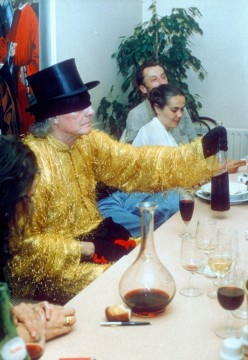 James Lee Byars at the Philosophical Banquet, 1 July 1994. Photo: from the private collection of Carlos Becerra.