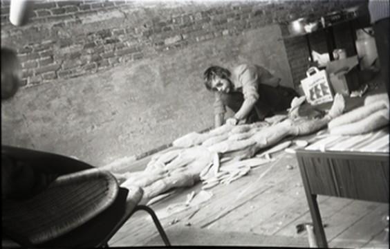Paul Thek, werkend aan Fishman, Amsterdam, 1969. Eeuwigdurend bruikleen: erven Franz Deckwitz 1994/2011.