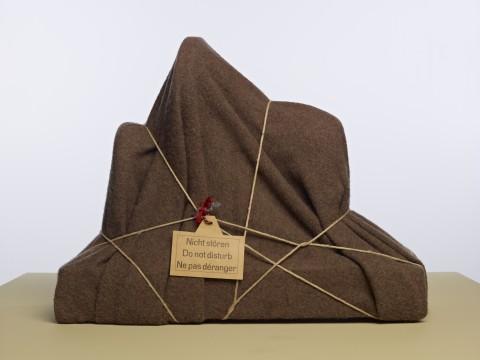 Man Ray, L'Énigme d'Isidore Ducasse (Het raadsel van Isidore Ducasse), 1920 (1971). Collectie Museum Boijmans Van Beuningen.© Man Ray Trust / ADAGP, c/o Pictoright Amsterdam 2013.