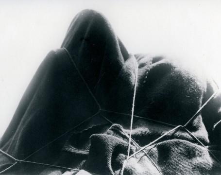 Man Ray, L'Énigme d'Isidore Ducasse,1920 (1975), 47,5 x 59 cm. Courtesy Fondazione Marconi, Milaan. © Man Ray Trust / ADAGP, c/o Pictoright Amsterdam 2013