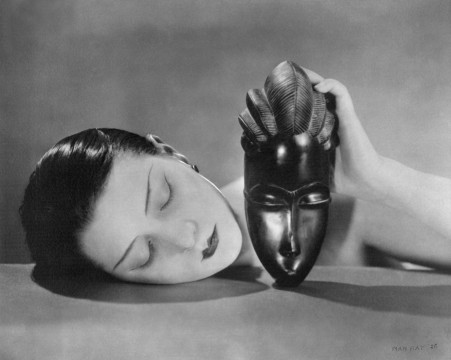 Man Ray, Noire et blanche (Zwart en wit),1926, gelatine zilverdruk. © Man Ray Trust / ADAGP - PICTORIGHT / Telimage - 2013.