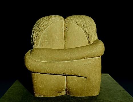 Constantin Brancusi, Le Baiser (De Kus), 1907-1908, steen, 28 x 26 x 21,5 cm Muzeul de Arta, Craiova, Roemenië, foto Lucian Rogneanu. © Constantin Brancusi, c/o Pictoright Amsterdam 2014.