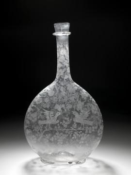 Fles, eind 17de eeuw. Glas met diamantgravure, hoogte 28,5 cm. Collectie Museum Boijmans Van Beuningen