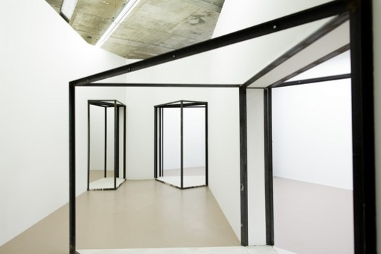 Exhibition overview 'Sensory Spaces 1 - Oscar Tuazon' Photo: Hans Wilschut