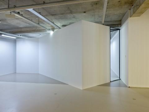 Exhibition overview 'Sensory Spaces 1 - Oscar Tuazon' Photo: Hans Wilschut
