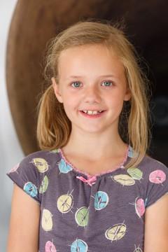 Hai! Ik ben Mirthe, 9 jaar en voor het 2e jaar in het Boijmans Kinderbestuur. Ik ben gek op speurtochten en heb vorig jaar meegeholpen met de speurtocht die er nu voor kinderen is in het museum; kom je die gauw een keer doen?