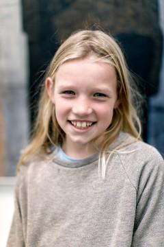 Hoi, ik ben Mette Janssen. Wat gaaf dat ik nu mee mag denken in het Boijmans Kinderbestuur. Ik ben gek op vloggen en hoop dat we dit met het Boijmans Kinderbestuur ook gaan doen, dat is vast mij eerste idee!