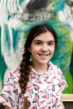 Ik ben Rosalie Klerkx, 11 jaar. Dit wordt mijn tweede jaar in het Boijmans Kinderbestuur: ik heb er weer enorm veel zin in! Vorig jaar vond ik het geweldig dat ik zoveel mensen heb ontmoet, zoals de burgemeester Aboutaleb.