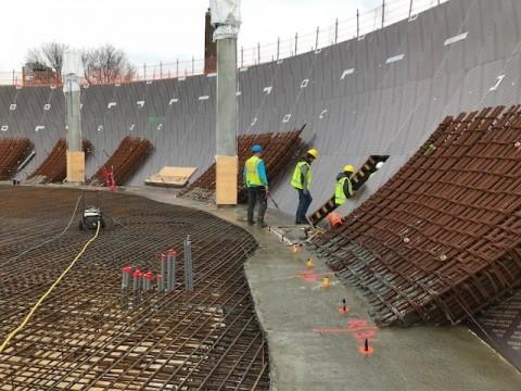 Maart 2018 Voorbereidingen voor storten van de begane grond vloer zijn voltooid. Te zien is de wapening voor de vloer met de mantelbuizen t.b.v. installatie. ©Wout