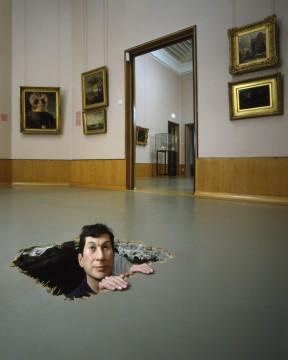 Maurizio Cattelan, Untitled (Manhole), 2001, Museum Boijmans Van Beuningen, bruikleen kunstenaar: 2002.