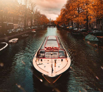 2017_First_fully_electric_amsterdam_canal_boat_powered_by_Super_B