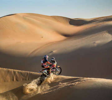 2017_Red_Bull_KTM_Sam_Sunderland_win_Abu_Dhabi_Dessert_Challenge_using_Super_B_lithium_batteries