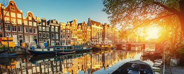 Endlose Strände, mittelalterliche Städte, Windmühlen, Nationalparks und eine atemberaubende Landschaft – Holland bietet Reisenden perfekte Bedingungen für einen unvergesslichen Urlaub.