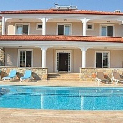 Dalyan'da Merkeze Yürüme Mesafesinde Havuzlu Villa...