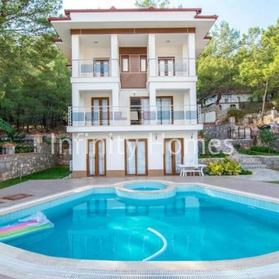Fethiye Hisarönü'nde 5 Odalı Müstakil Havuzlu Geniş Villa..