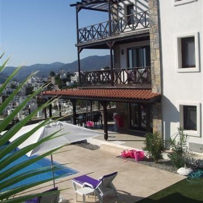 Gündoğan'da Müstakil Havuzlu 10 Kişilik Villa...