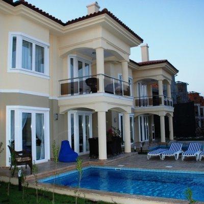 Fethiye Çalış'ta Denize Sıfır 5 Odalı Villa...