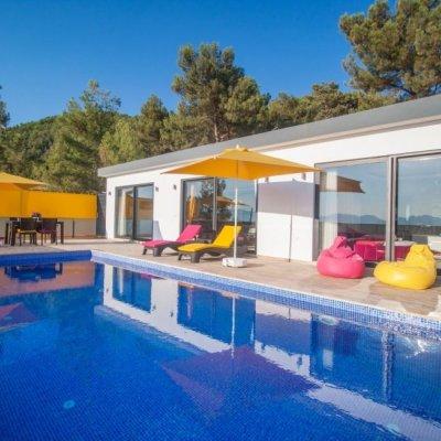 Havuzu Korunaklı Modern Jakuzili Kiralık Balayı Villası (nilüfer)