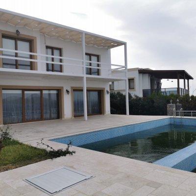 Yalıkavakta Deniz Sıfır İskeleli Sitede Müstakil Havuzlu Kiralık Villa...