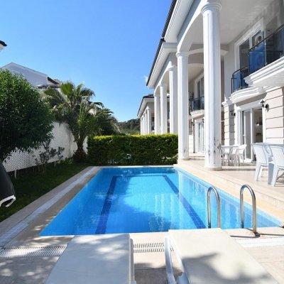 Fethiye Çalış'ta Havuzlu Saunalı Villa