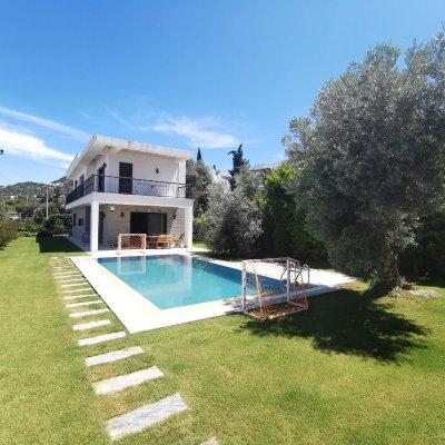 Yalıkavak Merkezde Manzaralı Özel Havuzlu Villa