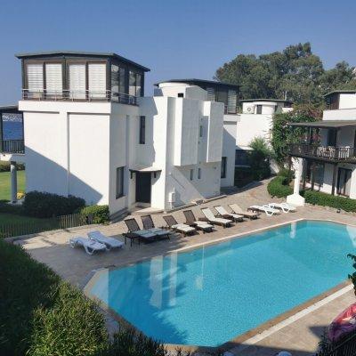 Yalıkavak'ta Denize Sıfır Elite Sitede Geniş Villa...