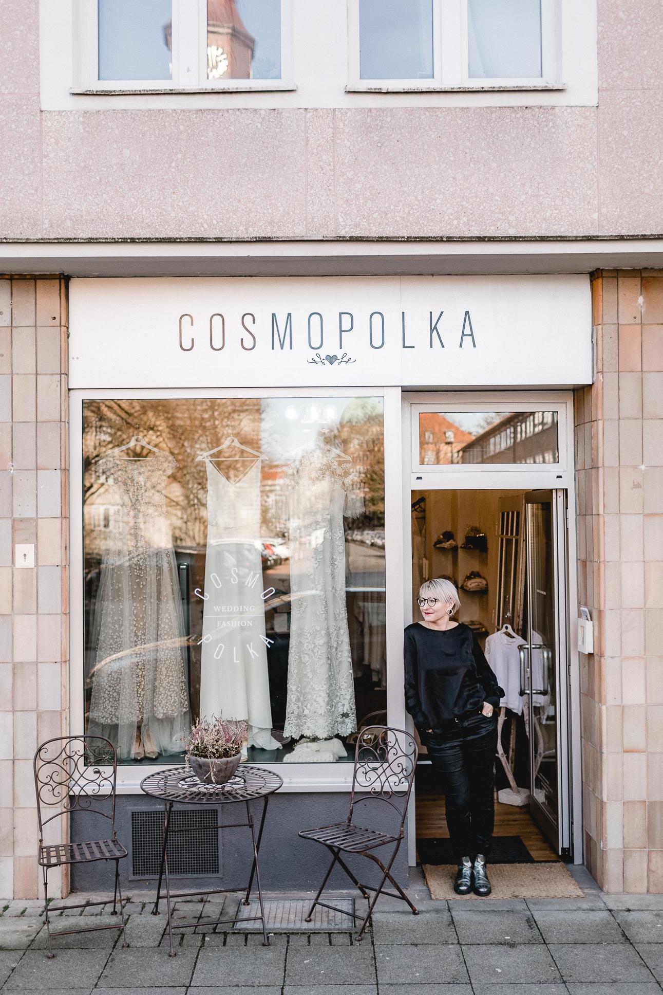 cosmopolka wedding   fashion boutique team photo