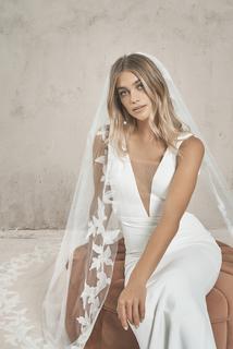 cyrus veil  dress photo 2