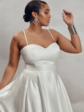 darla bodice satin - curve dress photo