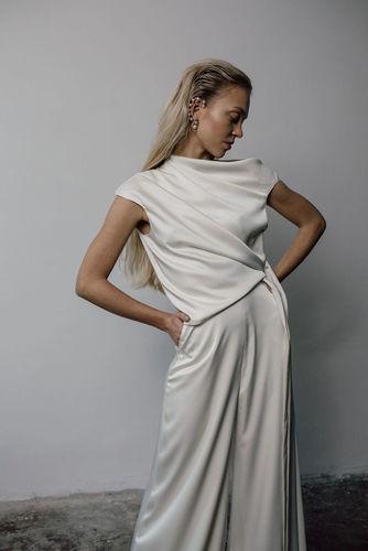 sleek top dress photo