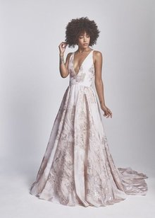 halo  dress photo 1