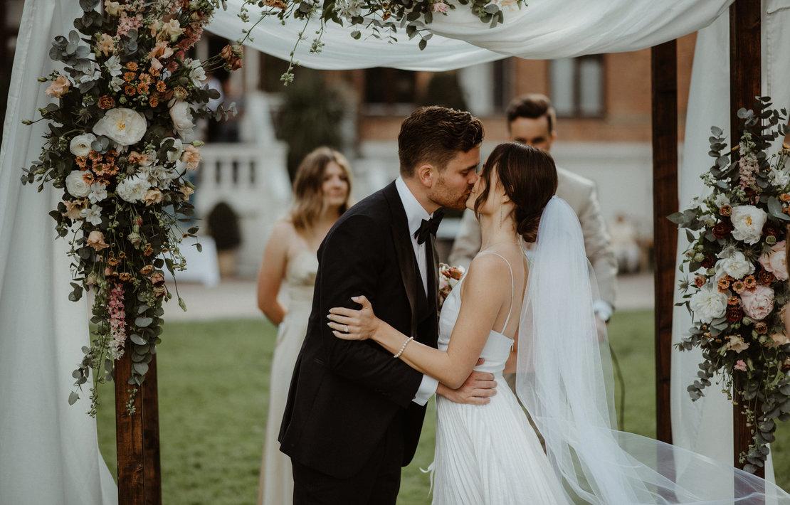 hannah and nicklas' castle wedding   inspiration photo