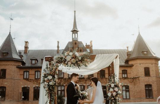 hannah and nicklas' castle wedding   inspiration photo 5