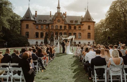 hannah and nicklas' castle wedding   inspiration photo 3