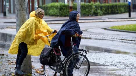 regen regenjas op de fiets