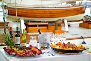 Segelyacht lunch