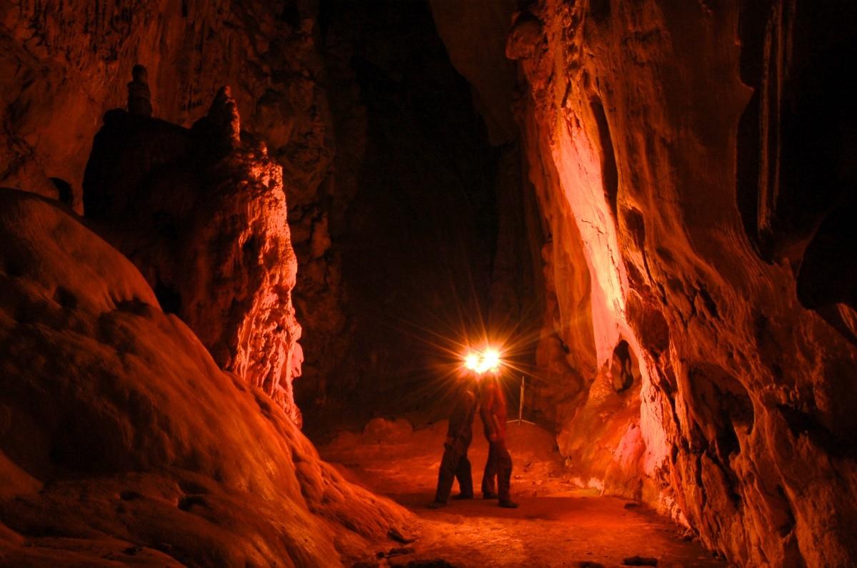 trekking tour caving mallorca