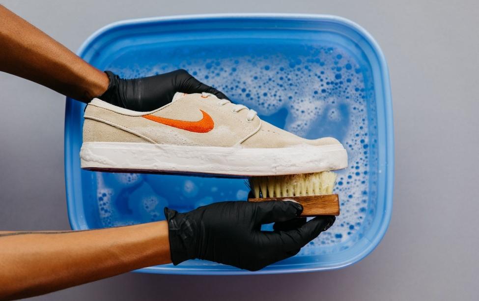 Ayakkabılar Nasıl Dezenfekte Edilir?