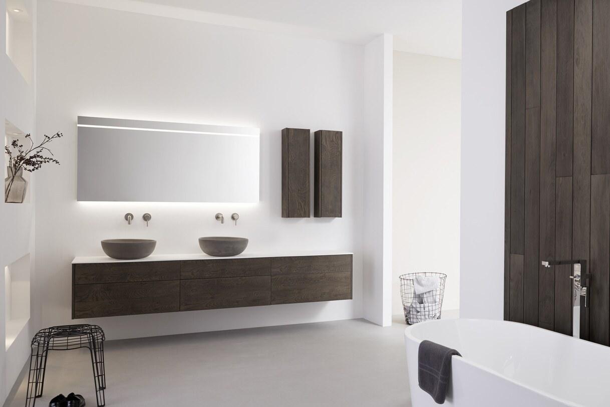Luxe houtlook badmeubel met betonnen waskommen